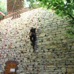 Klettern an der Bruchsteinwand